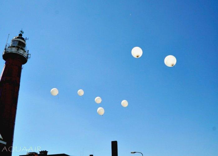Asverstrooiing-heliumballon-vuurtoren-scheveningen-ballonverstrooiing-afscheid-geboortedorp
