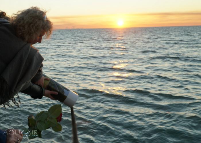 asverstrooiing-schip-scheveningen-asbijzetting-aqua-air-services-zonsondergang