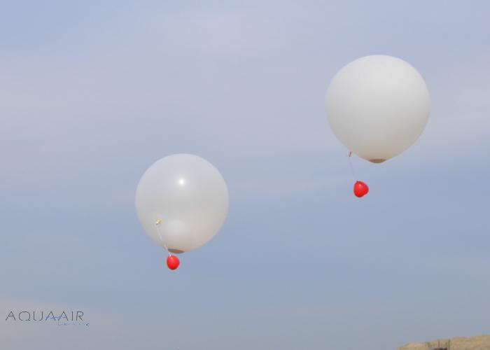 ballonverstrooiing-asverstrooiing-met-heliumballon-rode-hartballonnen-locatie-noordwijk-aan-zee