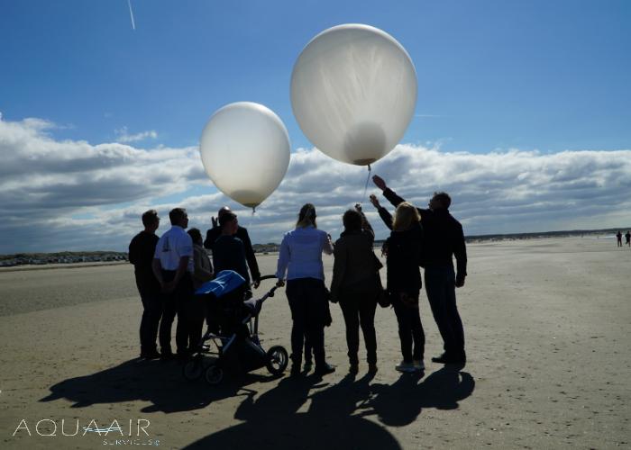 ballonverstrooiing-asverstrooiing-met-heliumballonnen-ijmuiden-strand-noordzee