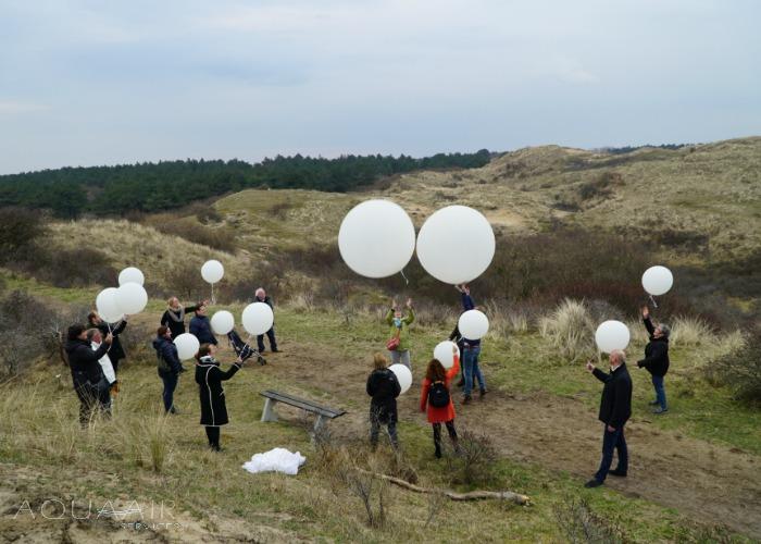 ballonverstrooiing-asverstrooiing-per-heliumballon-bergen-binnen-aqua-air-services