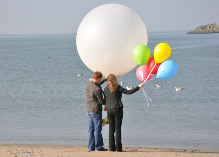 ballonverstrooiing asverstrooiing van een kind per heliumballon