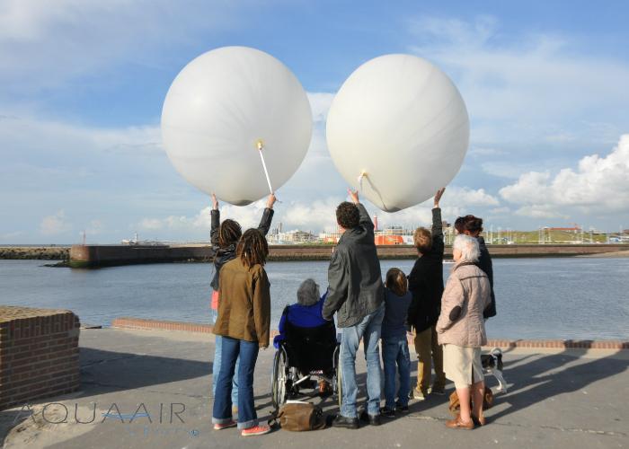 ballonverstrooiing-scheveningen-havenhoofd-asverstrooiing-met-heliumballonnen