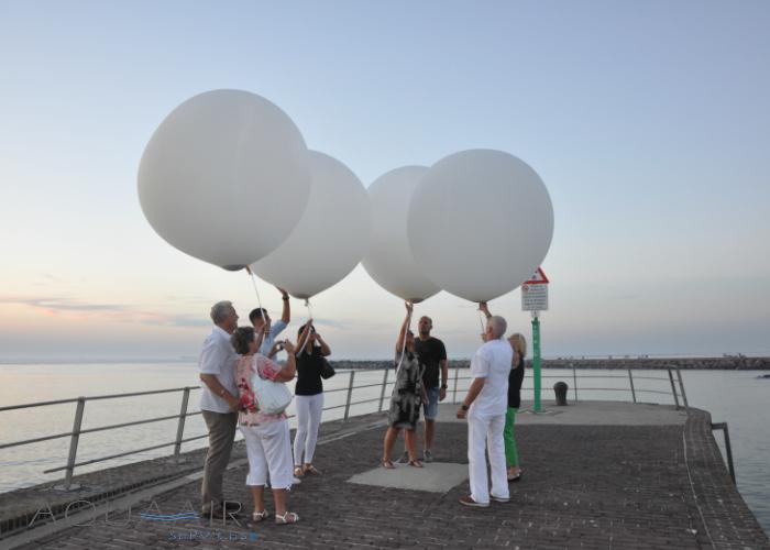ballonverstrooiing-vader-moeder-scheveningen-havenhoofd-aqua-air-services