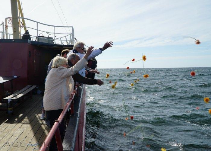 bloemen-na-asverstrooiing-scheveningen-aqua-air-services