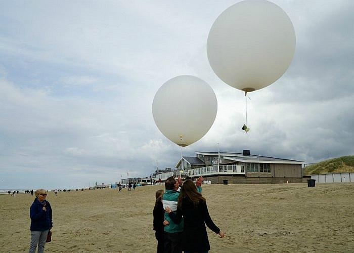 Ballonverstrooiing-Egmond-aan-zee-opa-kleinkinderen