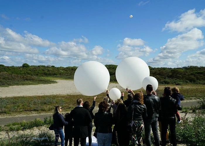 asverstrooiing-helium-ballon-hoek-van-holland